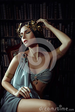 Free Girl Muse Of The Poet Royalty Free Stock Image - 70554616