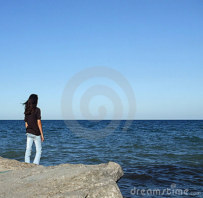 Free Girl On Rock Looks At Water Royalty Free Stock Photos - 3077338