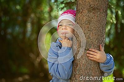 Girl-preschooler hands clasped tree