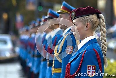 Le kaki au féminin - Page 4 Girl-in-serbian-military-guard-of-honor-thumb21120235