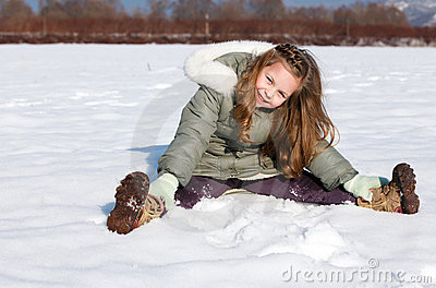 Girl sit down in the snow