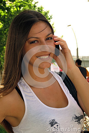 Free Girl Smiling With Mobile Talking Royalty Free Stock Images - 31565989