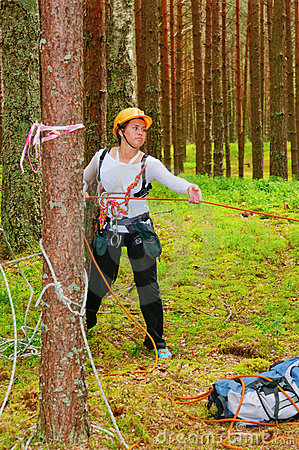 The girl-sportswoman pulls a rope