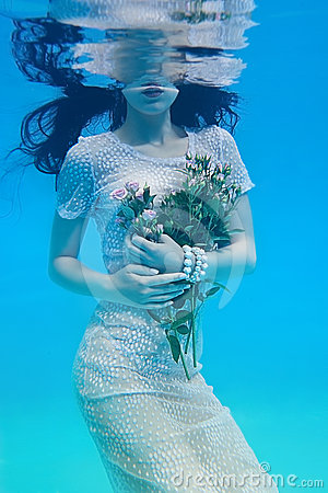 Free Girl Under Water Royalty Free Stock Photos - 24483828