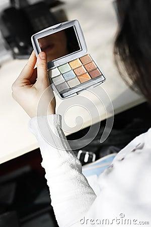 Girl using Eyeliner