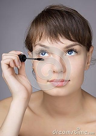 Girl who makes eyes make-up