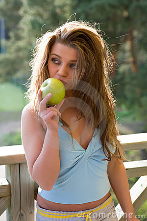 Free Girl With Apple On Sunset Royalty Free Stock Photography - 5133287
