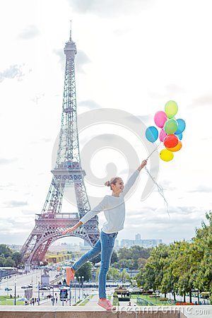Free Girl With Bunch Of Colorful Balloons In Paris Near The Eiffel Tower. Stock Photos - 99817943