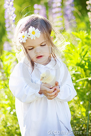 Free Girl With Chicken Royalty Free Stock Photography - 55153317
