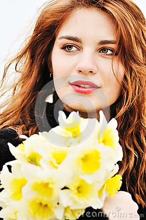 Free Girl With Daffodils Royalty Free Stock Images - 32053279