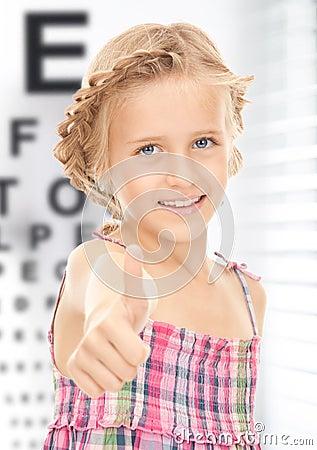 Free Girl With Optical Eye Chart Stock Photo - 37771200