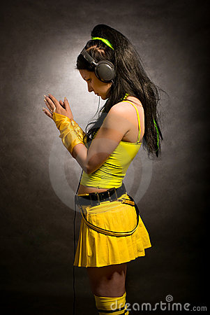 Girl in yellow - cybergoth style