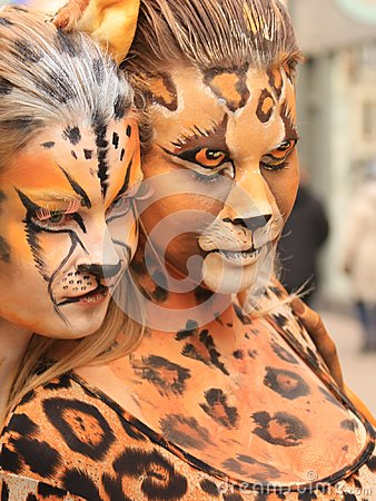 Bodypainted  models in the street