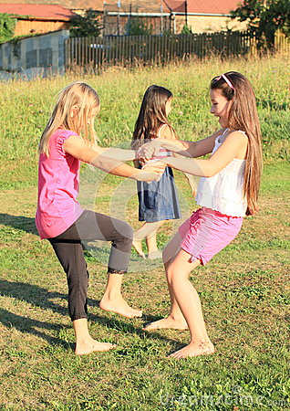 Free Girls Dancing On Grass Royalty Free Stock Photos - 33270628
