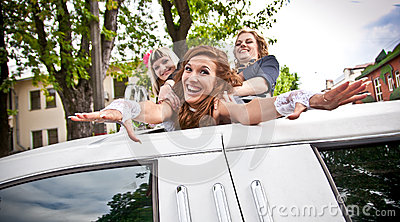 girls dragging bride in limousines hatch