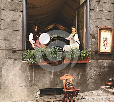 Free Girls In Ancient Estonian Clothes Play On Musical Instruments Royalty Free Stock Photography - 79983537