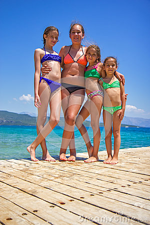 Free Girls On The Wooden Pier On The Sea Stock Photo - 88359990