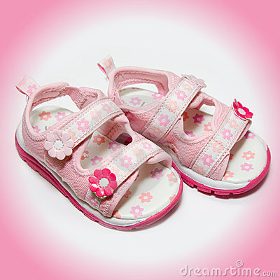 Free Girls Pink Sandals Royalty Free Stock Photography - 9187217