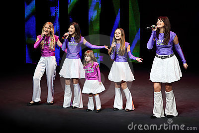 Girls sing at concert of Gennady Ledyakh School Editorial Photography