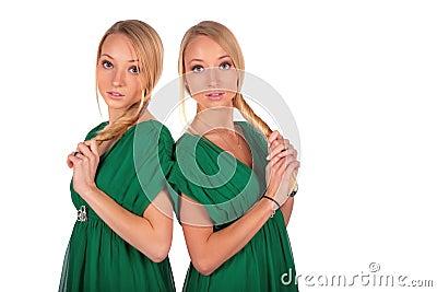 Girs jumeaux dos à dos