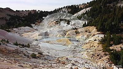 Gisement géothermique d'enfer de Bumpass banque de vidéos