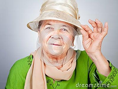 Glückliche frohe alte ältere Dame