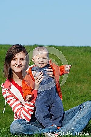 Glückliche Mutter mit Sohn