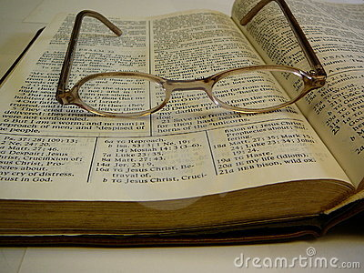 Glaces d oeil de bible d étude sur le dessus