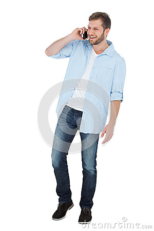 Gladlynt modell på telefonen