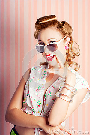 Free Glamorous Retro Blonde Girl Thinking Fashion Ideas Stock Photos - 29122563