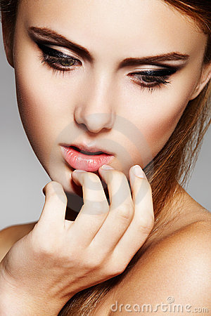 Glamour model with fashion make-up and clean skin