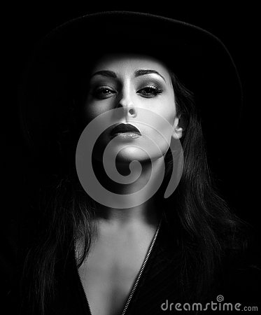 Free Glamour Sexy Makeup Woman Posing In Fashion Hat On Dark Backgrou Stock Photography - 79318562