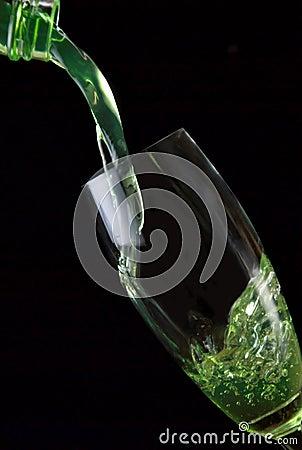 Glas des Getränks gegossen
