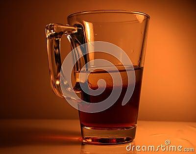 Glas met de vloeistof