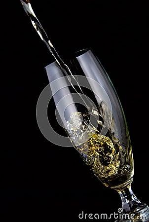 Glas Wein gegossen