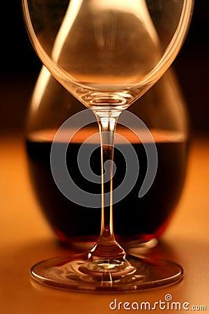 Glas and wine (crop)