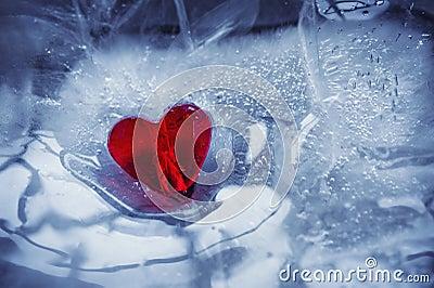 glass-heart-ice-28966154