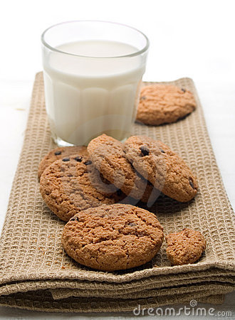 Free Glass Of Milk With Cookies Royalty Free Stock Image - 11717166