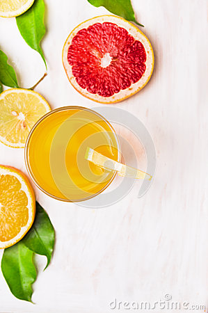 Free Glass Of Orange Juice With Slices Of Citrus Royalty Free Stock Photo - 47690315