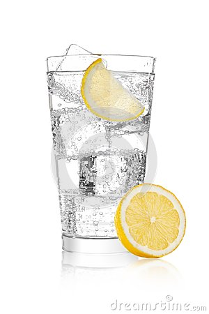 Free Glass Of Sparkling Water Soda Drink Lemonade Royalty Free Stock Images - 105693039