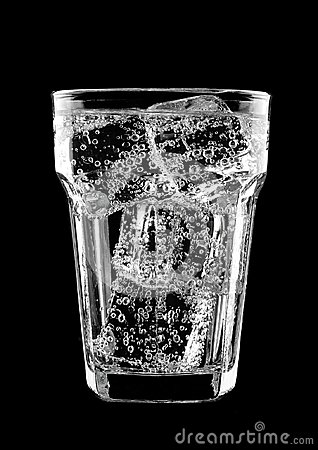 Free Glass Of Sparkling Water Soda Drink With Ice Royalty Free Stock Photos - 103674798
