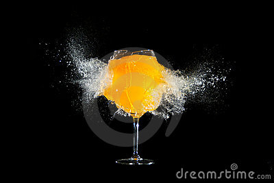 glass-orange-juice-explosions-17476155.j