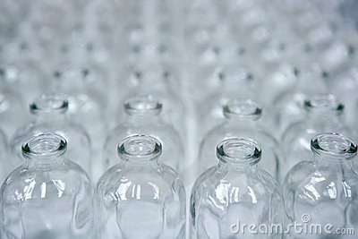 Glass transparent empty bottles assembly line