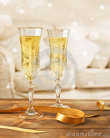 Free Glasses Of Champagne Stock Photos - 37272963