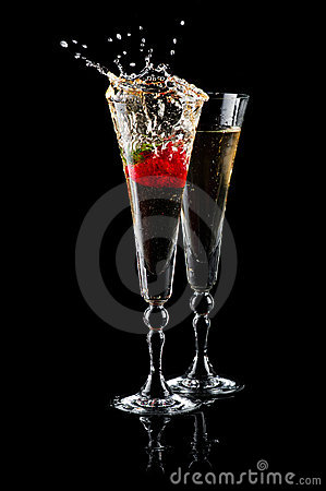 Free Glasses Of Sparkling Wine And Strawberry Stock Photo - 19930580