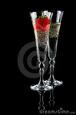 Free Glasses Of Sparkling Wine And Strawberry Stock Image - 19930581