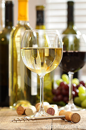 Free Glasses Of Wine With Bottles Royalty Free Stock Image - 12498896