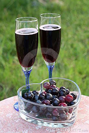 Glasses of red wine & red grapes