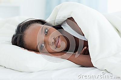 Glatt upp vakna kvinna