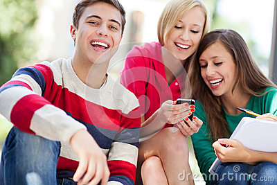Glückliche junge Leute